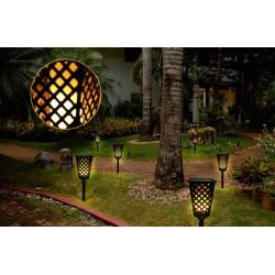 Solárny lampáš s efektom plápolajúceho ohňa