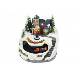 Vianočná dekorácia - chlapec pred domom a pohyblivý vláčik - svietiaca - 13 cm